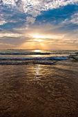 Sunset on the Victory beach, Sihanoukville, Cambodia — Stock Photo