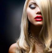 Blond Fashion Girl — Stock Photo