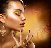 Gold Makeup. Fashion Girl Portrait — Stock Photo