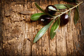 Olives over Old Wood Background — Stock Photo