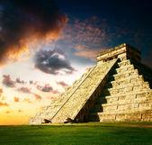 Chichén itzá maya pyramid — Stockfoto