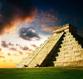 Chichen Itza Mayan Pyramid — Stock Photo