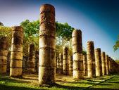 Chichén itzá, sloupce v chrámu tisíc bojovníků — Stock fotografie