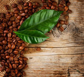 Coffee Border design. Beans and Leaf over Wood Background — Stock Photo