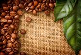 咖啡边框设计。咖啡豆和叶子 — 图库照片