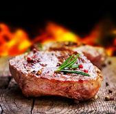 烤的牛排。烧烤 — 图库照片