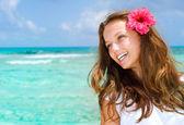 Красивая девушка в тропический курорт. Концепция путешествия и отдых — Стоковое фото