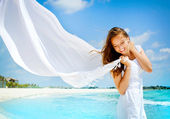 Beautiful Girl With White Scarf on The Beach — Stock Photo