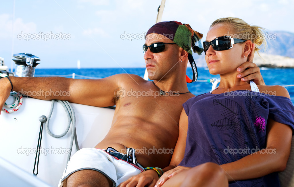 Beautiful Couple resting on the Yacht — 图库照片 #11103569