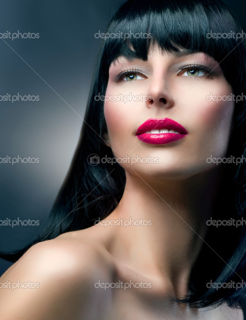 Fashion Model Portrait. Hairstyle. Beautiful Brunette Girl — Stock Photo #11104362