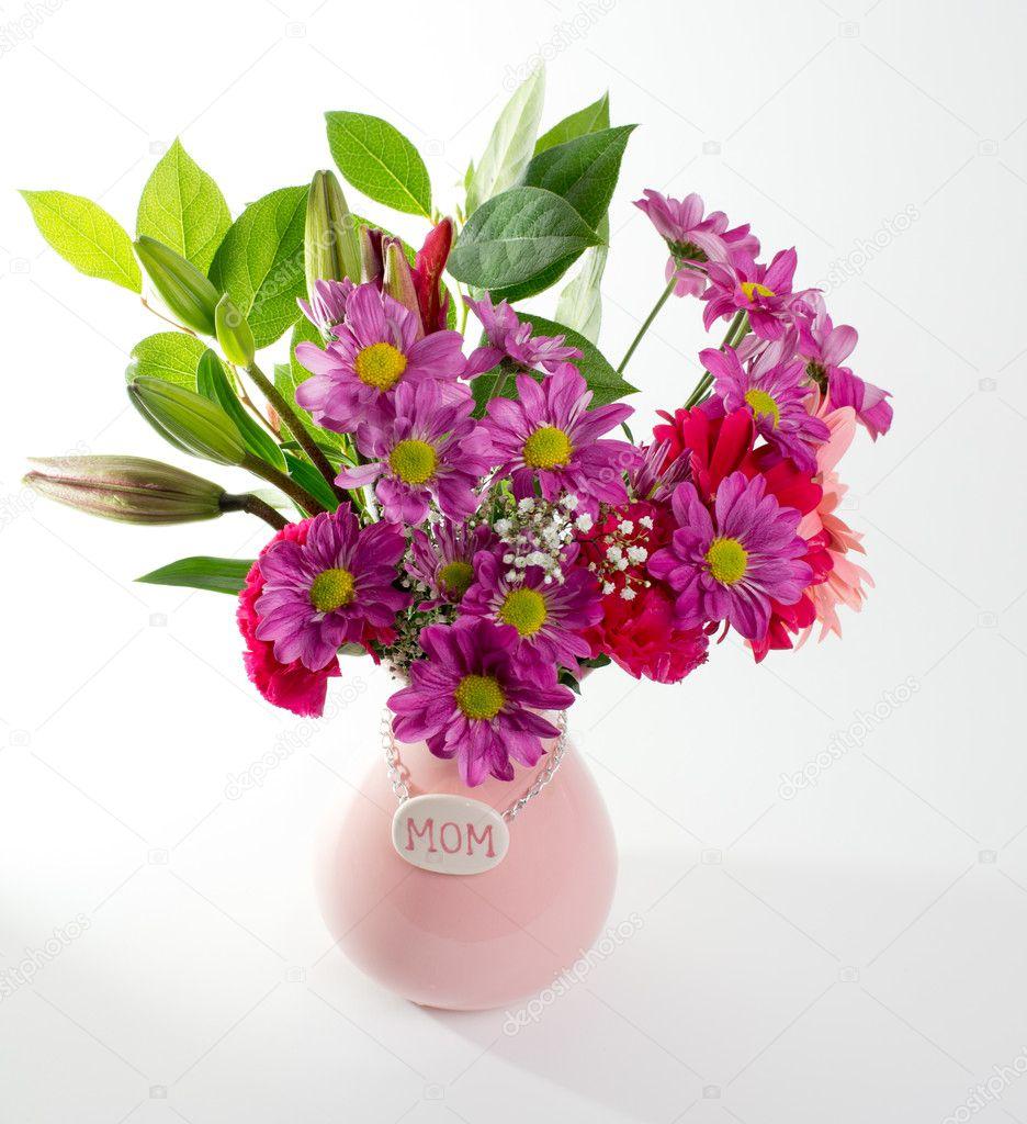 Цветы в вазе ко дню матери