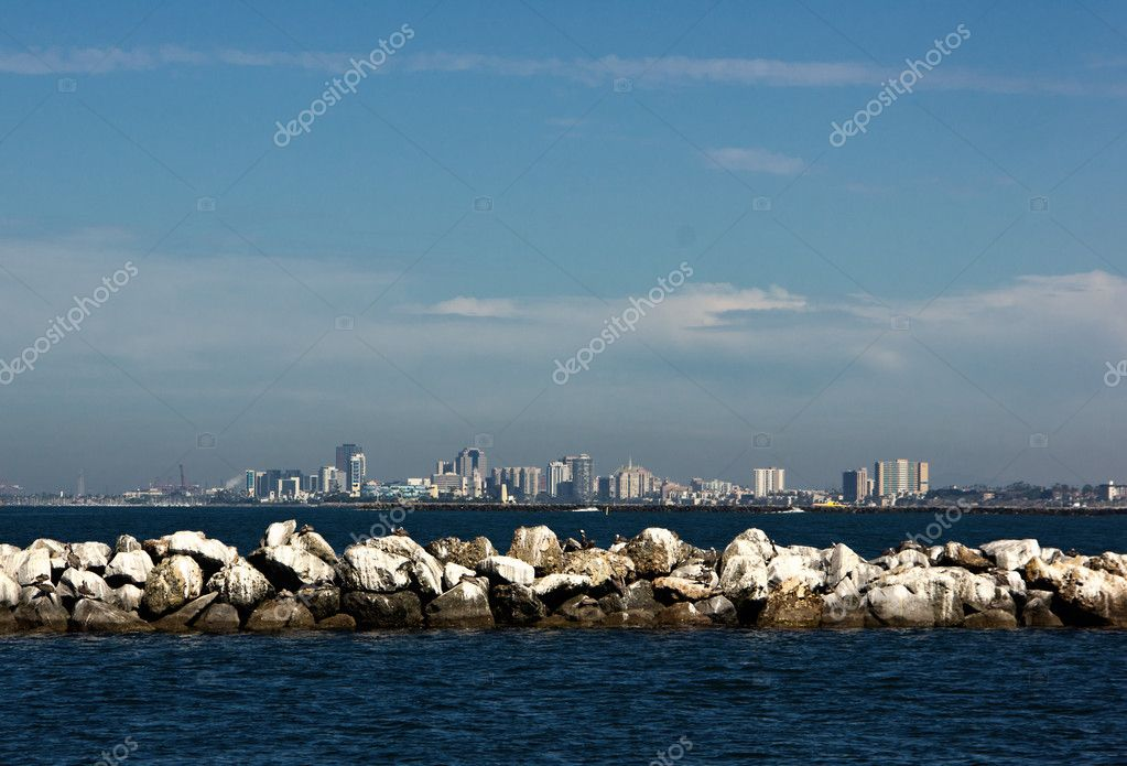 Rock jetty with cityscape of Long Beach in the background — Stock Photo #12328756