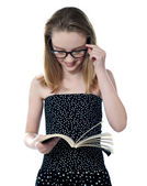 Beautiful girl reading book — Stock Photo