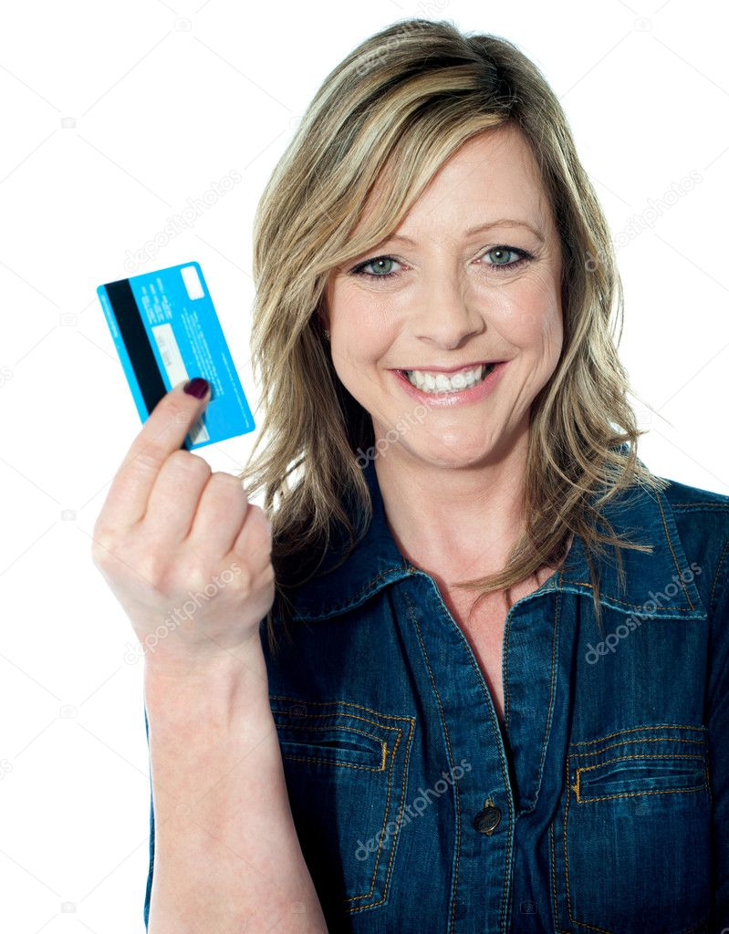 Rich attractive lady showing credit card and smiling at camera — Stock Photo #11235104