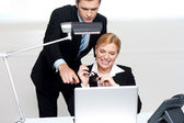 Man pointing finger at laptop screen — Stock Photo
