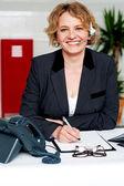 Weibliche executive zur unterstützung von kunden auf abruf — Stockfoto