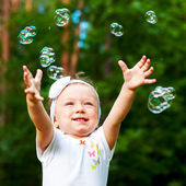 Little girl enjoys life — Stock Photo