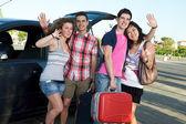 Quatro amigos prontos para partir para férias — Foto Stock