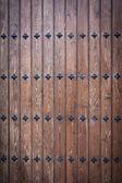 Fajne drewniane drzwi z paznokci — Zdjęcie stockowe