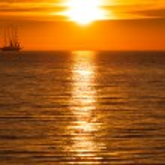 Sail ship silhouette at sea and sun — Stock Photo
