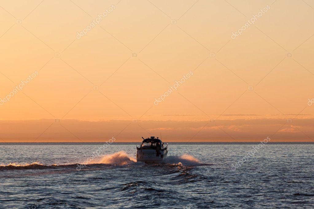 Motor boat sea sunset silhouette — Stock Photo #11540858
