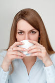 Girl with a cup of coffee drinkers — Stock Photo