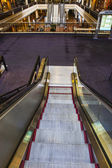 Escalera mecánica para el fondo — Foto de Stock