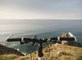 Bicycle handlebars and a coastal landscape — Foto de Stock