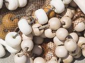 Red de pesca enredada con boyas — Foto de Stock