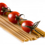Cherry tomatoes with spaghetti — Stock Photo