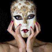Retrato de uma mulher mascarada. — Foto Stock