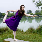 Dancer on a bench. — Stock Photo