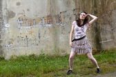 Dancer in front of a wall — Stock Photo