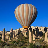 Hot air balloon in Cappadocia, Turkey — Stock Photo