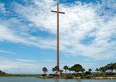 Grande cruz contra um céu nublado de florida, santo agostinho — Foto Stock