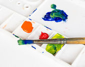 Old paint brush and palette on white background — Stock Photo