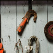 Mechanic tools hanging on wooden wall — Zdjęcie stockowe