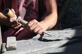 Homem que trabalha com as mãos — Foto Stock