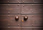 Close old wood door — Stock Photo