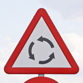 Road sign that warns of a roundabout — Foto Stock