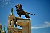 The lions of the stone bridge of saragossa — Stock Photo