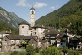 The beautiful village of Lavertezzo in the Verzasca valley of Switzerland — Stock Photo