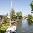 EDAM, HOLLAND - MAY 28: Detail of one of the canal that cross th — Stock Photo