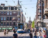 AMSTERDAM, HOLLAND - MAY 27: Tram running in the city centre amo — Stock Photo