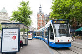 AMSTERDAM, HOLLAND - MAY 29: Tram running in the city centre amo — Stock Photo