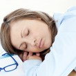 Tired businesswoman sleeping on her desk — Stock Photo