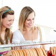 Two radiant women doing shopping — Stock Photo