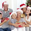 Family giving presents for Christmas — Stockfoto