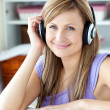 Stockfoto: Kind womlistening to music