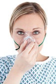Patient with an oxygen mask — Stock Photo